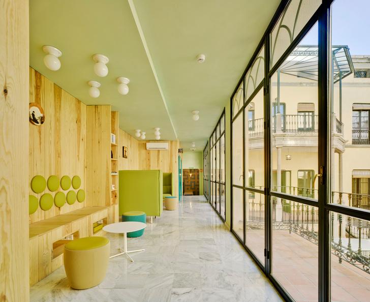Яркое студенческое общежитие в Гранаде (фото 6)