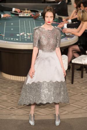 Показ Chanel коллекции сезона Осень-зима 2015-2016 года Haute couture - www.elle.ru - Подиум - фото 597093
