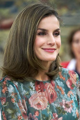 Гардероб монархов: новый выход королевы Летиции в платье Zara фото [2]