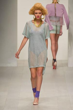 Показы мод Mark Fast Весна-лето 2013 | Подиум на ELLE - Подиум - фото 1157