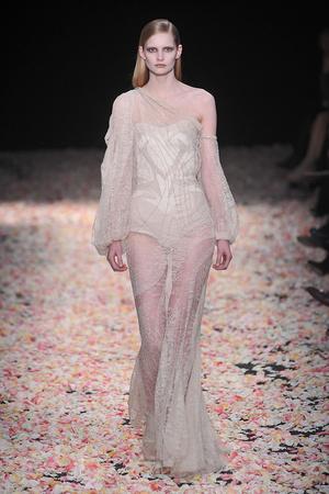 Показ Givenchy коллекции сезона Весна-лето 2009 года Haute couture - www.elle.ru - Подиум - фото 86819