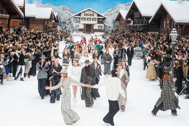 Последний показ эры Карла: Chanel RTW Fall 2019 (фото 9)