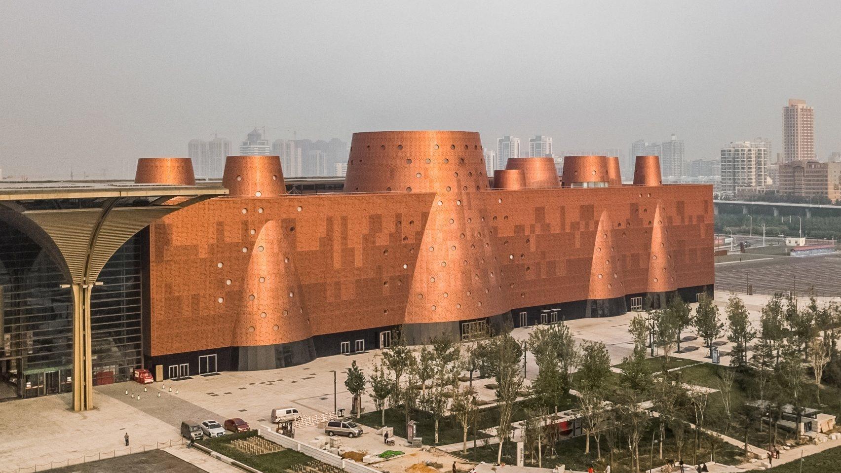 И медные трубы: новый музей по проекту Бернара Чуми в Китае (галерея 6, фото 0)
