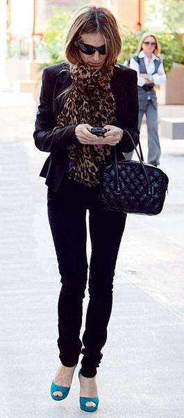 Сара Джессика Паркер в платке Louis Vuitton