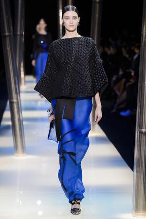 Показ Armani Prive коллекции сезона Весна-лето 2015 года haute couture - www.elle.ru - Подиум - фото 593145