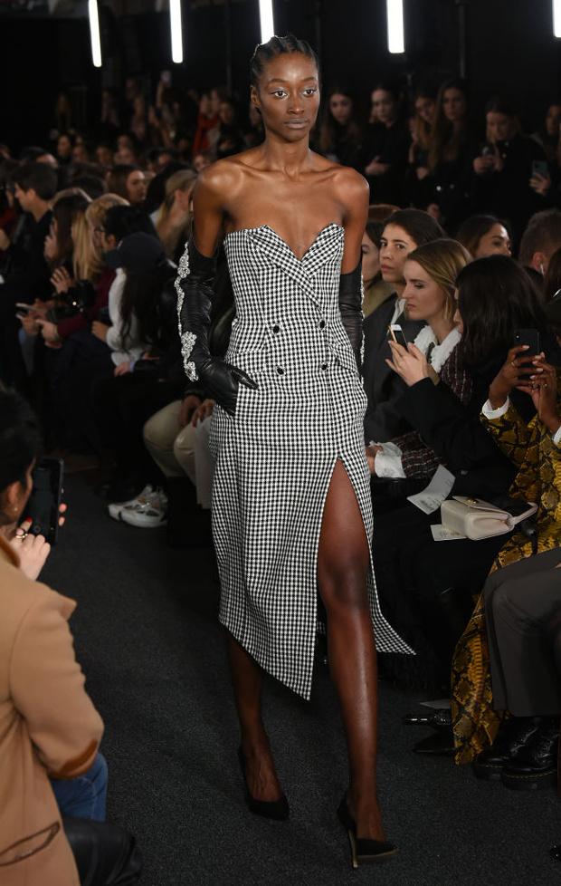 Черный – новый черный: показ David Koma на London Fashion Week (фото 9)