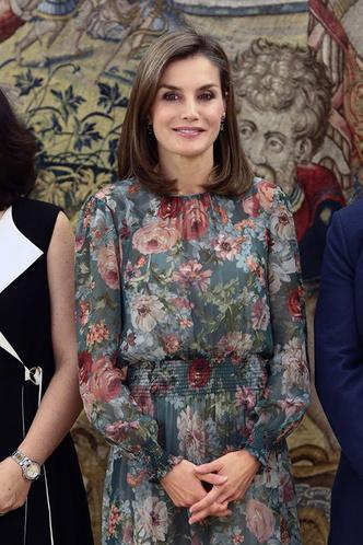 Гардероб монархов: новый выход королевы Летиции в платье Zara фото [4]