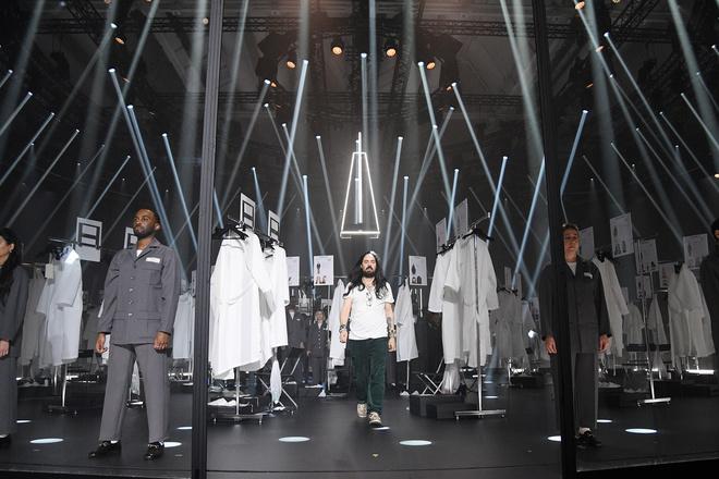 Мастера Gucci дошивали одежду прямо на показе (фото 3)