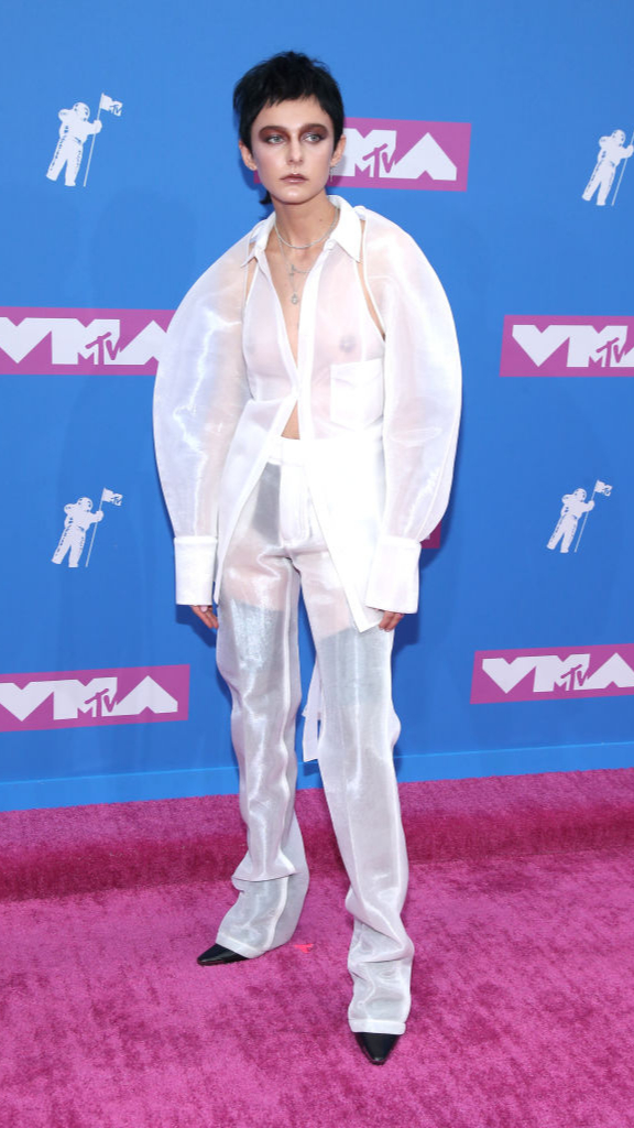 Total-white: знаменитости в белых нарядах на VMA (фото 8)
