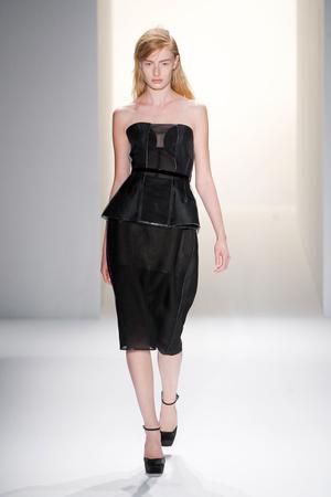 Показ Calvin Klein Collection коллекции сезона Весна-лето 2013 года prêt-à-porter - www.elle.ru - Подиум - фото 423618