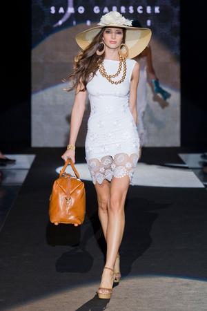 Показы мод Isa Belle Весна-лето 2013 | Подиум на ELLE - Подиум - фото 1084