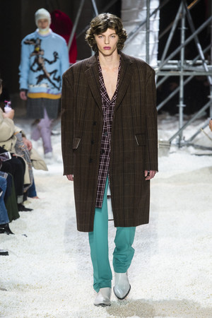 Показ Calvin Klein коллекции сезона осень-зима  2018-2019 года Prêt-à-porter - www.elle.ru - Подиум - фото 686051