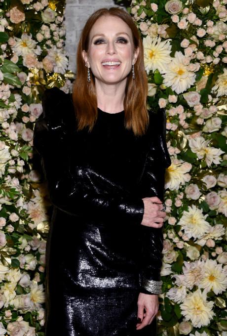 Джулианна Мур появилась на вечеринке в коротком кожаном платье фото [2]
