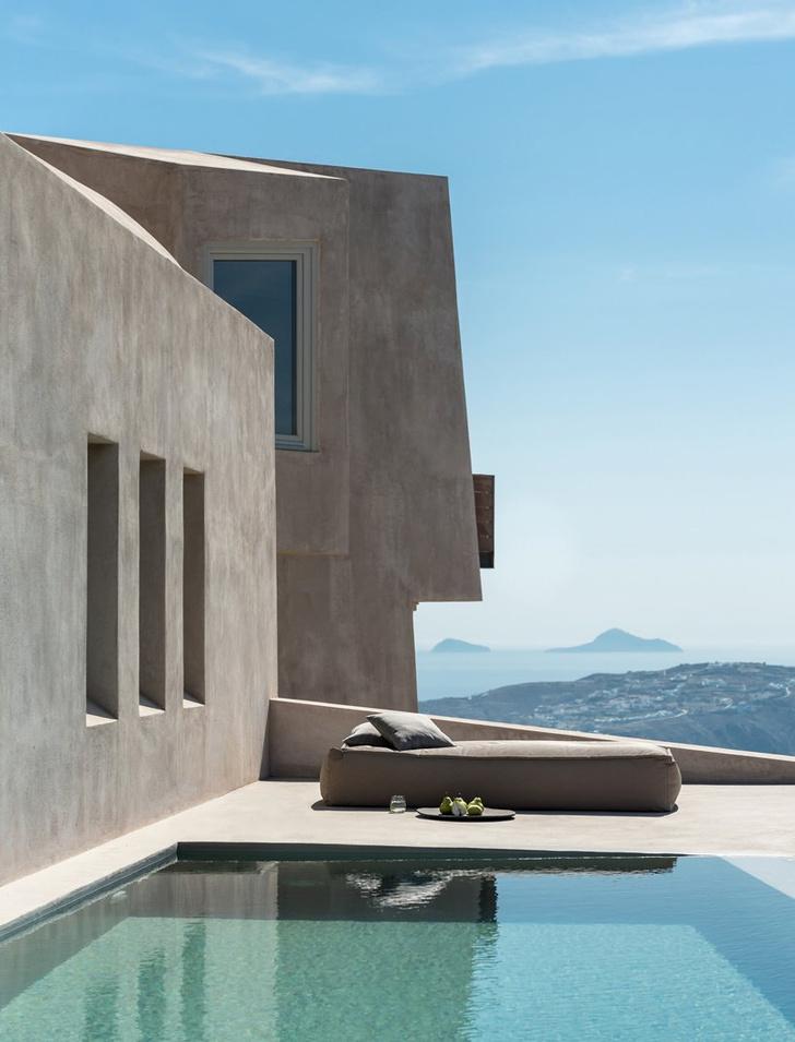 Уединенный дом-скала в Санторини (фото 6)