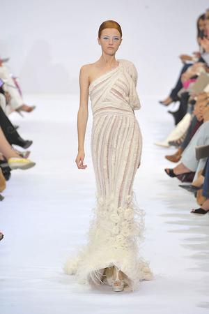 Показ Elie Saab коллекции сезона Осень-зима 2009-2010 года haute couture - www.elle.ru - Подиум - фото 87539