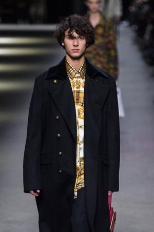 Принц Дании Николай дебютировал на Неделе моды в Лондоне (фото 1.1)