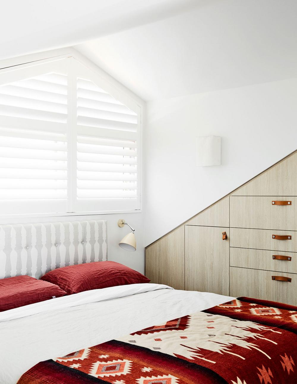 Спальня в мансарде: 20 примеров (галерея 1, фото 0)
