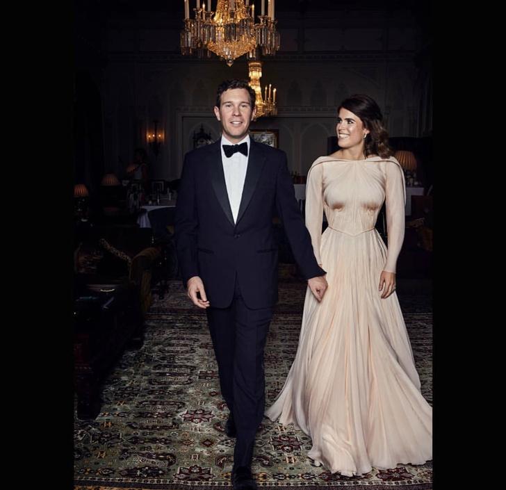 Принцесса Евгения в платье Zac Posen оттенка розового золота на закрытом свадебном ужине (фото 1)