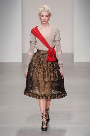 Показ Vivienne Westwood Red Label коллекции сезона Осень-зима 2014-2015 года prêt-à-porter - www.elle.ru - Подиум - фото 578603