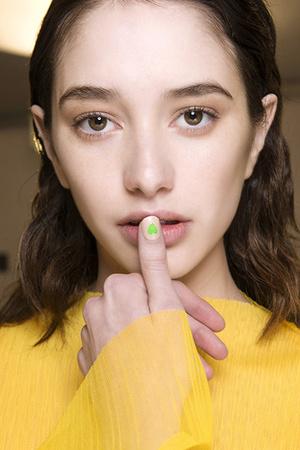 5 трендов в дизайне ногтей: идеи с показов весна-лето 2018 фото [8]