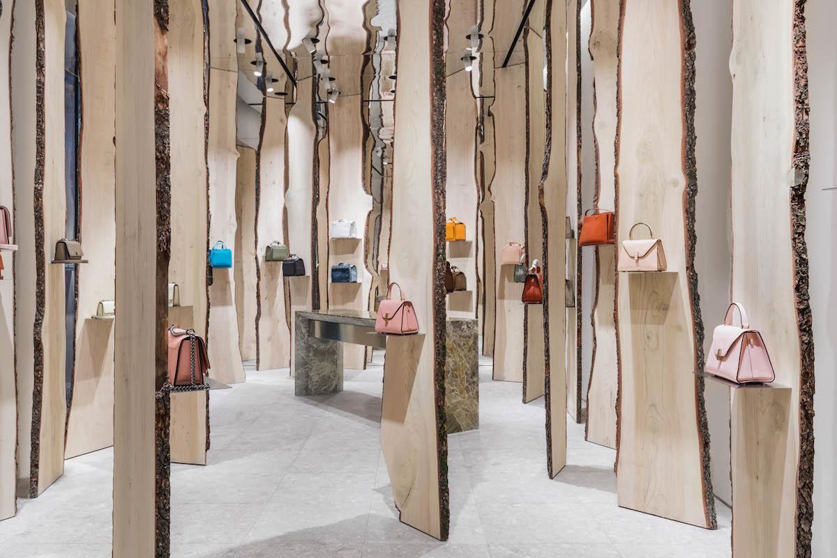 Свои в доску: инсталляция Кенго Кумы в бутике Valextra (галерея 4, фото 4)