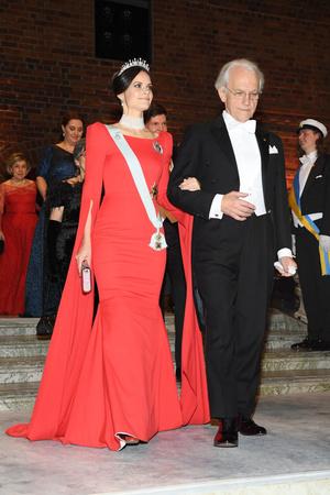 Шведская королевская семья на Нобелевском банкете (фото 1.1)