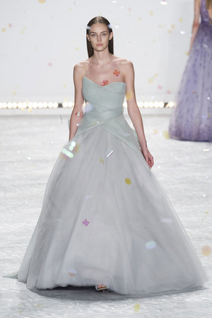 Показ Monique Lhuillier коллекции сезона Весна-лето 2015 года prêt-à-porter - www.elle.ru - Подиум - фото 586196