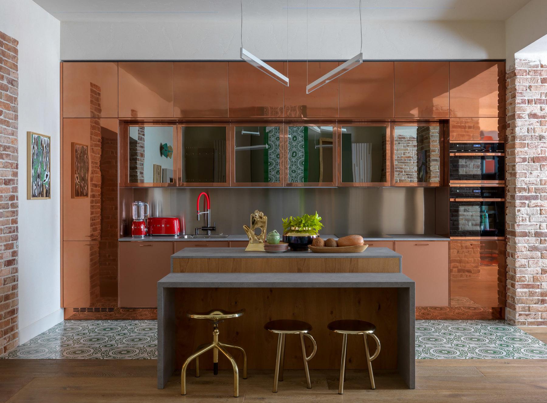 Кухня с блестящими фасадами: 15 примеров (галерея 0, фото 5)