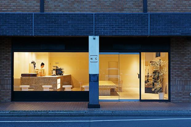 Аскетичное кафе в Японии (фото 7)