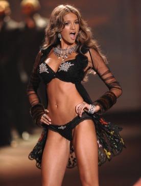 Бывшая модель Victoria's Secret негативно отозвалась о бренде