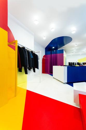Яркий бутик мужской одежды в Париже (фото 6.1)