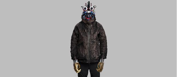 Британские дизайнеры создали модные металлические куртки, которые могут защитить от коронавируса (фото 1)