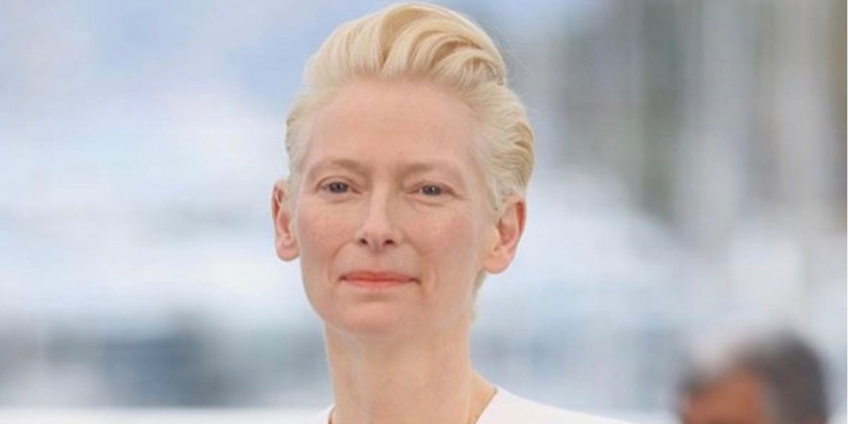 Больше не блондинка: Тильда Суинтон сменила легендарную прическу