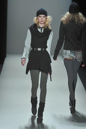 Показ Nicole Miller коллекции сезона Осень-зима 2010-2011 года prêt-à-porter - www.elle.ru - Подиум - фото 144034