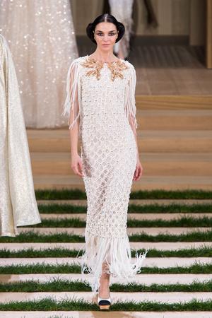 Показ Chanel коллекции сезона Весна-лето  2016 года haute couture - www.elle.ru - Подиум - фото 602760