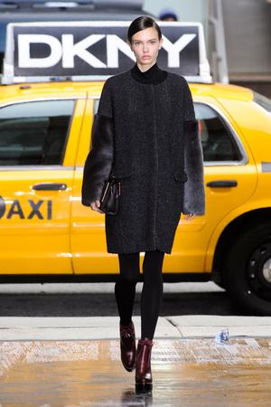 Показ DKNY коллекции сезона Осень-зима 2012-2013 года Prêt-à-porter - www.elle.ru - Подиум - фото 342500