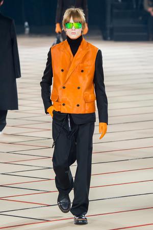Показ Dior Homme коллекции сезона Осень-зима 2017-2018 года Men prêt-à-porter - www.elle.ru - Подиум - фото 615862