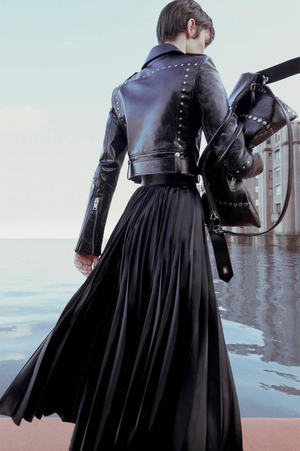 Какая древняя богиня послужила вдохновением для новой коллекции Givenchy? (фото 9)