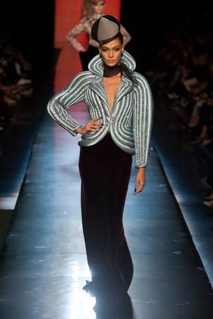 Показ Jean Paul Gaultier коллекции сезона Осень-зима 2013-2014 года Haute couture - www.elle.ru - Подиум - фото 556238