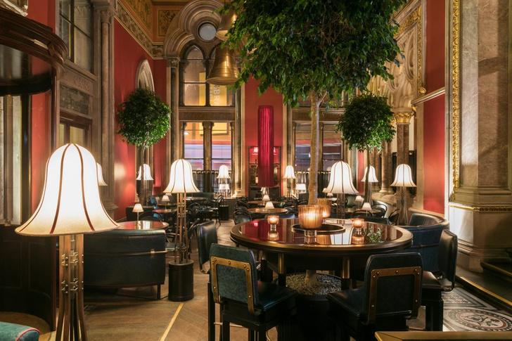 Викторианский бар в историческом лондонском отеле (фото 3)