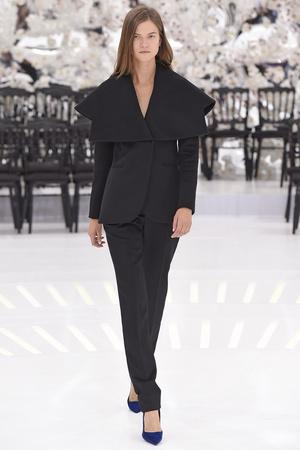 Показ Christian Dior коллекции сезона Осень-зима 2014-2015 года Haute couture - www.elle.ru - Подиум - фото 584660