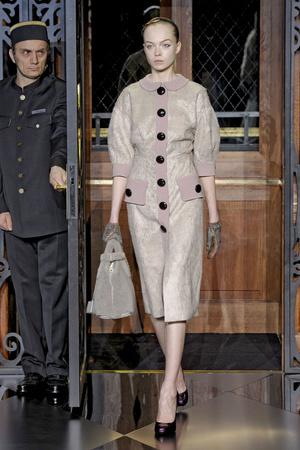 Показ Louis Vuitton коллекции сезона Осень-зима 2011-2012 года Prêt-à-porter - www.elle.ru - Подиум - фото 255497