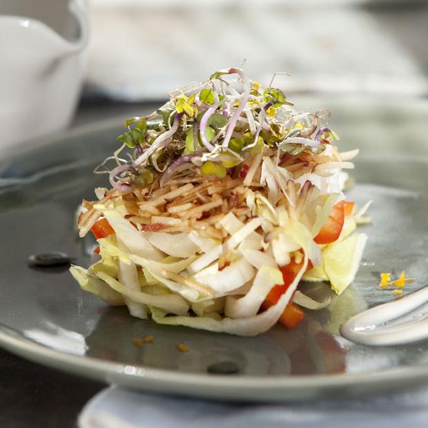 Детокс-салат с перцем и яблоками
