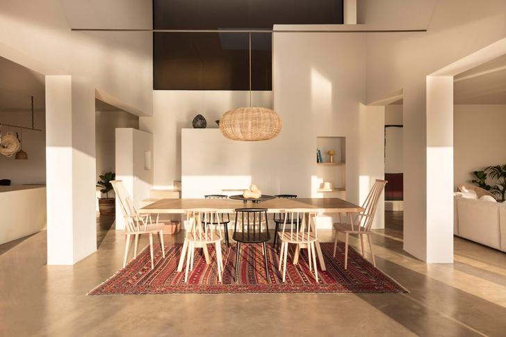 Белоснежная вилла на Санторини от Kapsimalis Architects (фото 18)