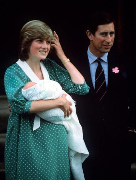 Принцесса Диана и принц Чарльз с новорожденным принцем Уильямом