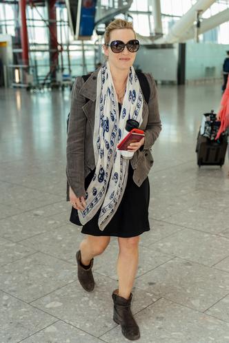 Редкий выход: Кейт Уинслет дополнила черное платье жакетом и платком с черепами (фото 0.2)