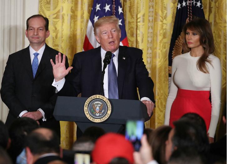 Мелания Трамп на мероприятии в Белом доме фото [2]