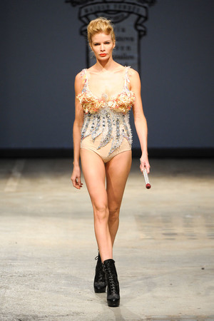 Показы мод On Aura Tout Vu Весна-лето 2012 | Подиум на ELLE - Подиум - фото 1757
