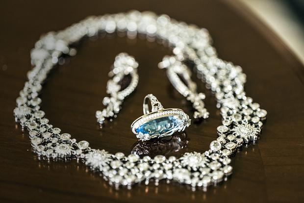Колье Sol y Sombra Fine Jewelry, белое золото, бриллианты, серьги Emperatriz, белое золото, бриллианты, кольцо Emperatriz, белое золото, бриллианты, топаз, все — Carrera y Carrera