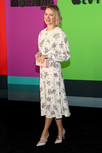 Романтичный образ Наоми Уоттс на премьере сериала The Morning Show (фото 1.1)